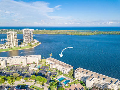 North Palm Beach Condo For Sale: 52 Yacht Club Drive #303