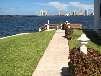 North Palm Beach Condo For Sale: 111 Shore Court #207