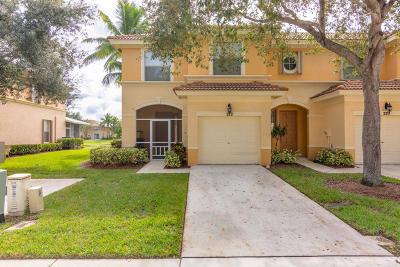 Royal Palm Beach Townhouse For Sale: 272 River Bluff Lane