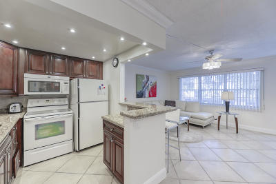 Deerfield Beach Condo For Sale: 3012 Berkshire A
