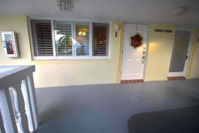 North Palm Beach Condo For Sale: 100 Doolen Court #304