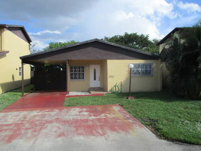Miami Single Family Home For Sale: 19111 NW 52nd Court