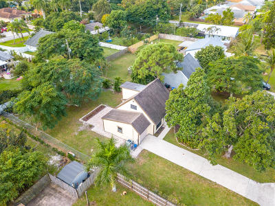 Delray Beach Single Family Home For Sale: 5196 Pinetree Drive