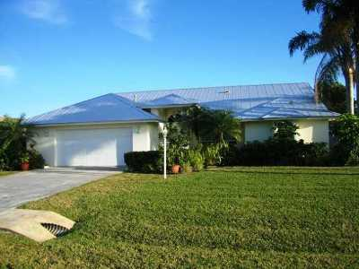 Jensen Beach Single Family Home For Sale: 2017 NE Acapulco Drive