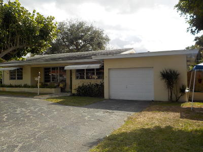 Boynton Beach Single Family Home For Sale: 704 Hillcrest Road