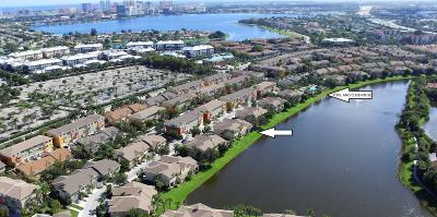West Palm Beach Townhouse For Sale: 881 Marina Del Ray Lane #1