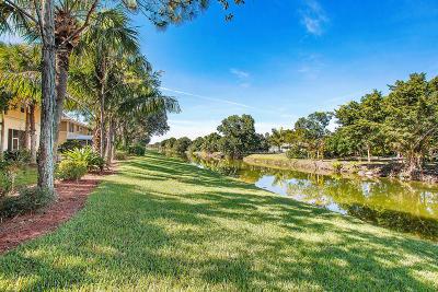 Royal Palm Beach Townhouse For Sale: 285 River Bluff Lane