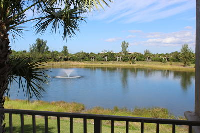 West Palm Beach Condo For Sale: 1133 Golden Lakes Boulevard #821