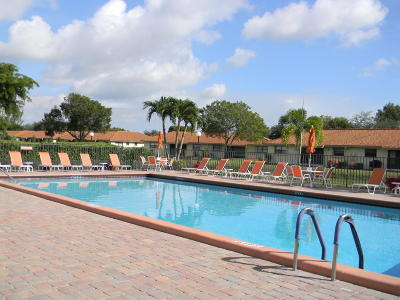 Boynton Beach Condo For Sale: 9810 Pineapple Tree Drive #102