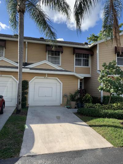 Boca Raton FL Townhouse For Sale: $293,000