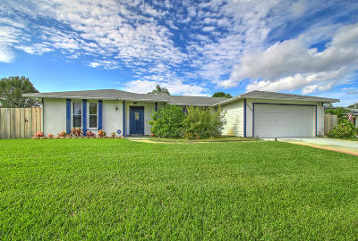 Port Saint Lucie Single Family Home For Sale: 2520 SE Price Court