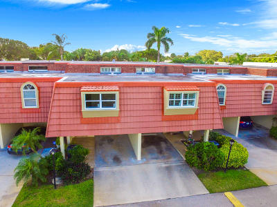 North Palm Beach Condo For Sale: 382 Golfview Road #E