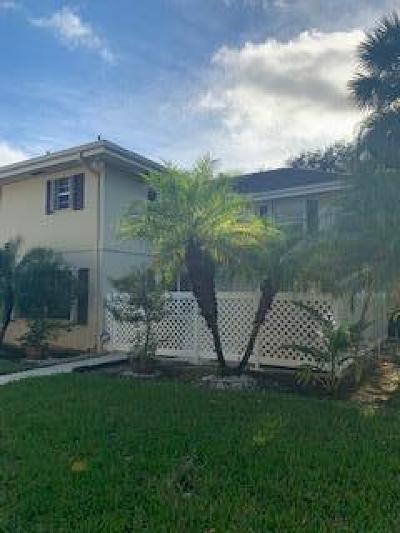 Royal Palm Beach Townhouse For Sale: 46 Essex Court #D