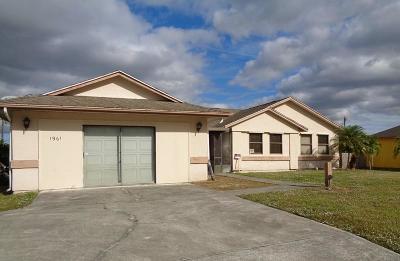 Port Saint Lucie Single Family Home For Sale: 1961 SE Airoso Boulevard