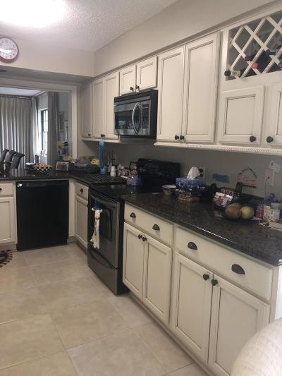 Boynton Beach Condo For Sale: 11239 Aspen Glen Drive