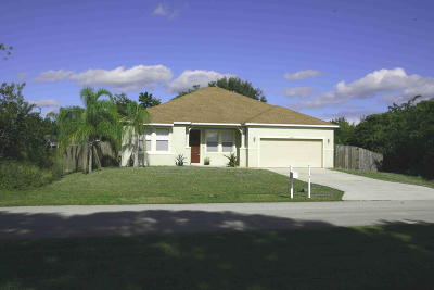 Port Saint Lucie Single Family Home For Sale: 4475 SW Fireside Circle