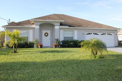 Port Saint Lucie Single Family Home For Sale: 466 SE Essex Drive