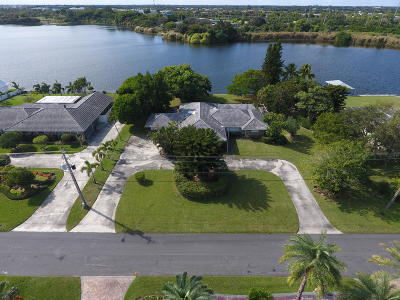 Boynton Beach Single Family Home For Sale: 3865 S Lake Drive