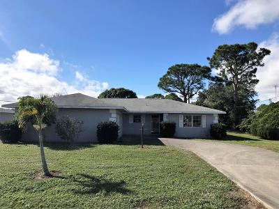 Port Saint Lucie Single Family Home For Sale: 518 SE Floresta Drive