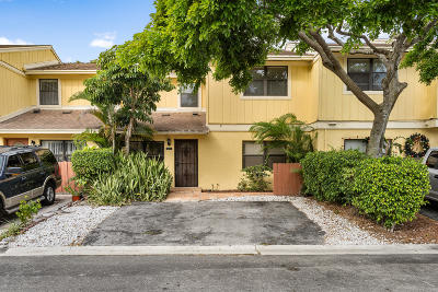 Delray Beach Townhouse For Sale: 5273 Tennis Lane