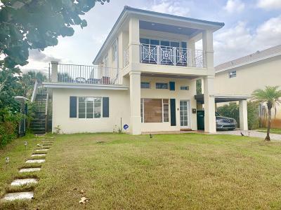 Lake Worth Single Family Home For Sale: 1815 Lakeside Drive