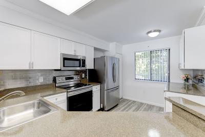 Pompano Beach FL Condo For Sale: $215,000