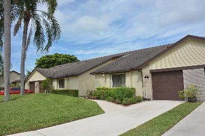 Royal Palm Beach Single Family Home For Sale: 110 Village Walk Drive