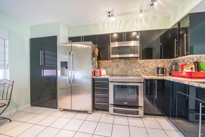 Delray Beach Condo For Sale: 6112 Huntwick Terrace #308