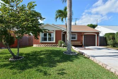 Martin County Single Family Home For Sale: 5698 SE Mitzi Lane