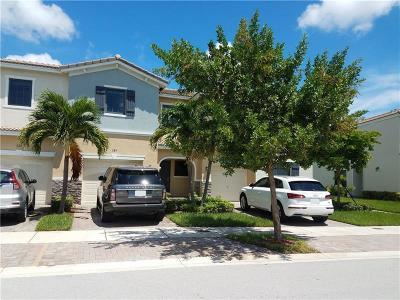 Miami Townhouse For Sale: 389 NE 194th Lane