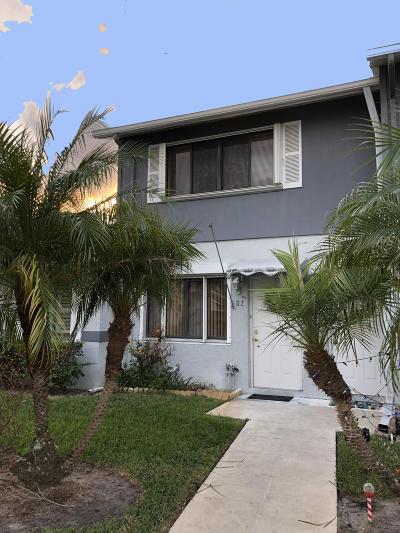 West Palm Beach Condo For Sale: 2641 Gately Drive W #502