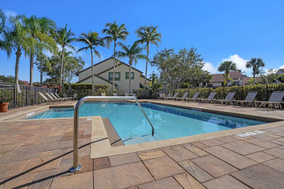 Palm Beach Gardens Condo For Sale: 18 Lexington Lane W #B
