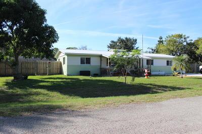Stuart Single Family Home Contingent: 5702 SE Laguna Avenue