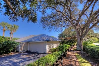 Stuart Single Family Home Contingent: 5183 SE Club Way