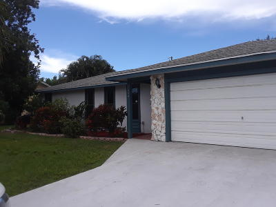 Port Saint Lucie Single Family Home For Sale: 694 SE Evergreen Terrace