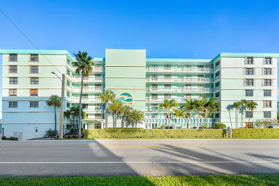 Juno Beach Condo For Sale: 900 Ocean Drive #402