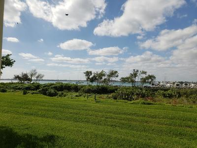 Fort Pierce Condo For Sale: 33 Harbour Isle Drive W #101