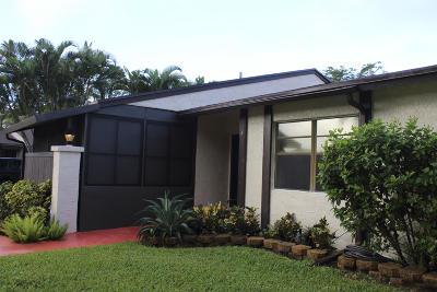Royal Palm Beach Townhouse For Sale: 4 S Mahoris Drive