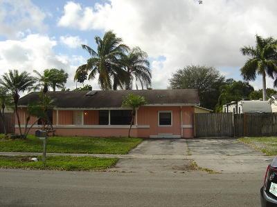 Boca Raton Single Family Home For Sale: 9823 Spanish Isles Drive