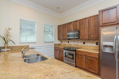 Delray Beach Townhouse For Sale: 214 S Latitude Circle