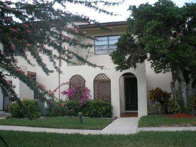 Townhouse Contingent: 21803 Arriba Real #13-G