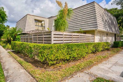 Palm Beach Gardens Townhouse For Sale: 403 4th Terrace