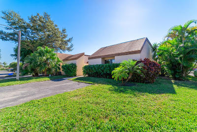 Palm Beach Gardens Townhouse Contingent: 5214 Tarregon Lane