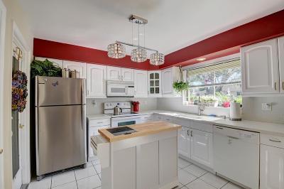 Boynton Beach Single Family Home For Sale: 9800 Pecan Tree Drive Drive #B