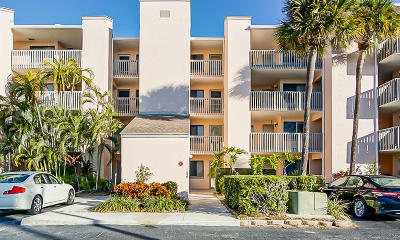 Fort Pierce Condo For Sale: 2400 S Ocean Drive #3924