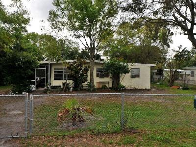 Fort Pierce Single Family Home For Sale: 355 Borraclough Street