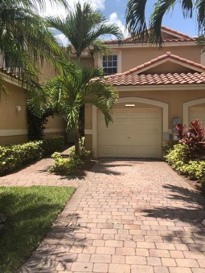 Deerfield Beach Townhouse For Sale: 4059 Crystal Lake Drive