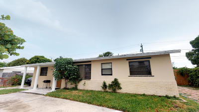 Boynton Beach Single Family Home For Sale: 2090 Seacrest Boulevard