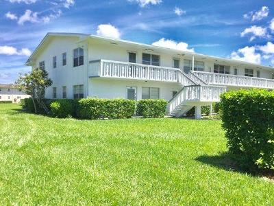 West Palm Beach Condo For Sale: 404 Chatham T