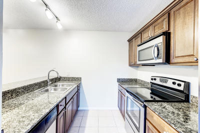 West Palm Beach Townhouse For Sale: 5511 55th Way